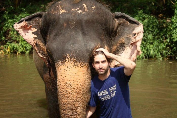 Bosco Soler con elefante en Tailandia