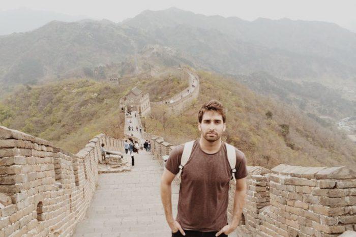 Bosco Soler caminando la Gran Muralla en Mutianyu, China