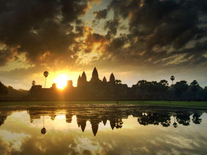 Amanecer sobre los templos de Angkor, Camboya