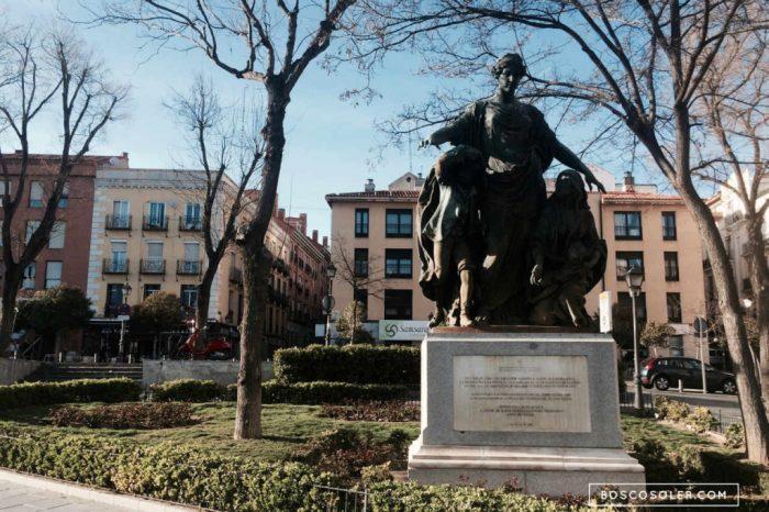 Estatua de la Plaza del Campillo del Mundo Nuevo